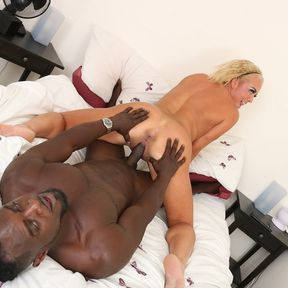 Hot MILF Rebecca Jane Smyth takes it up the ass from her black boyfriend
