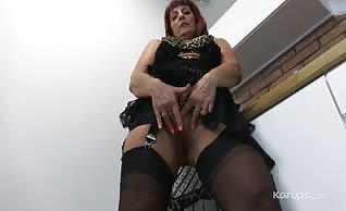 Beau Diamonds is the kind of mature hottie who loves to put on a show.